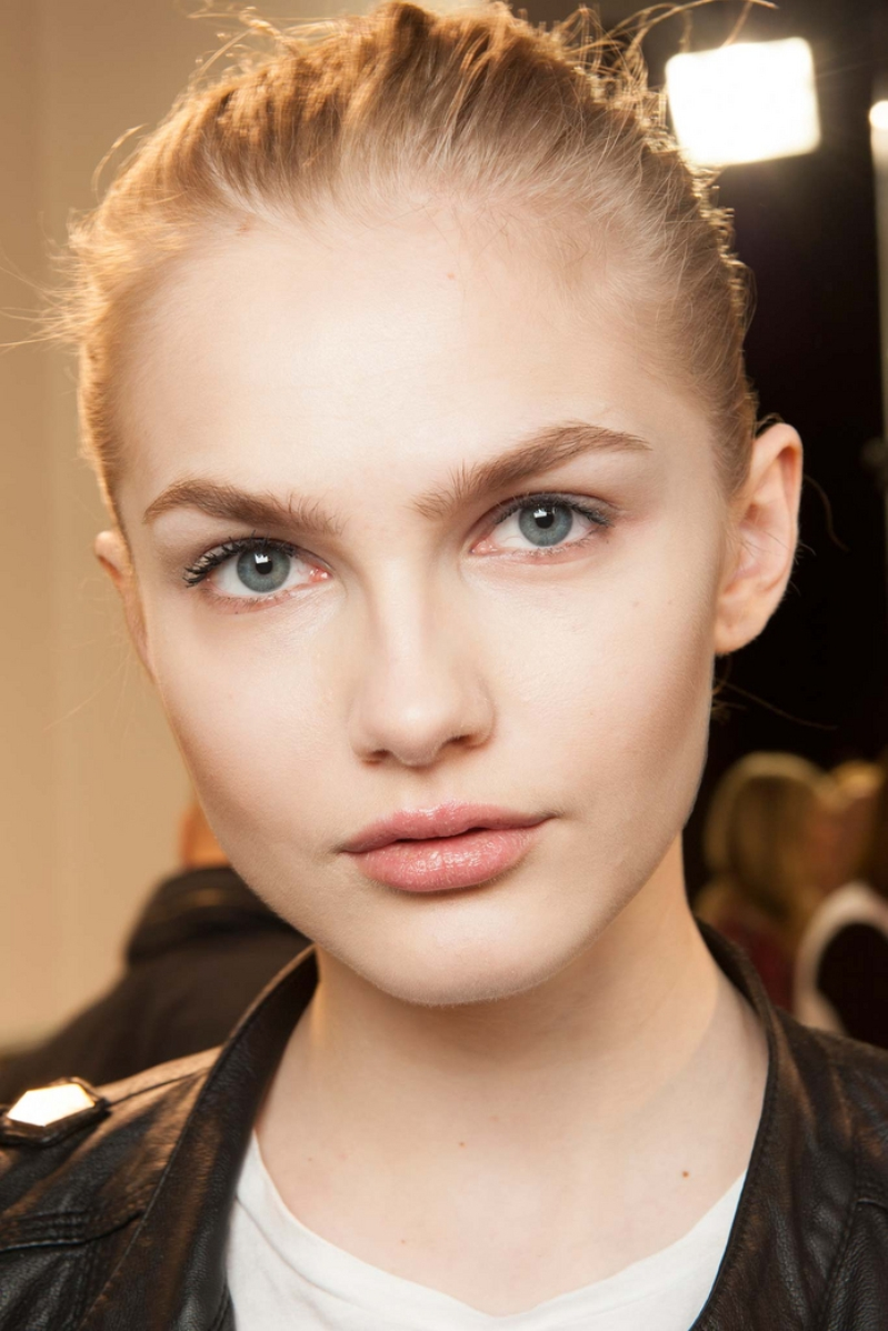 Meet Aneta Pajak : The Fresh Faced Beauty From Margiella's Runway At PFW | News | The FMD