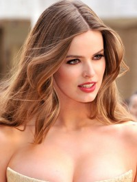 Robyn Lawley Is A Model Mama !
