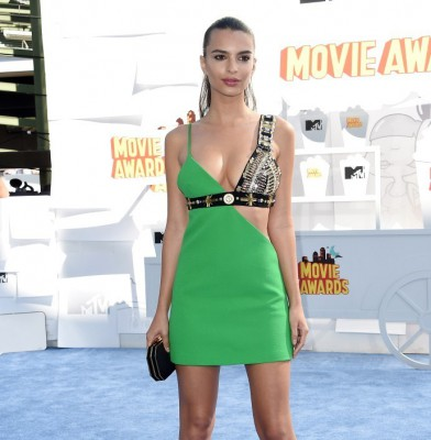 Emily Ratajkowski drops jaws in green mini dress at MTV Movie Awards