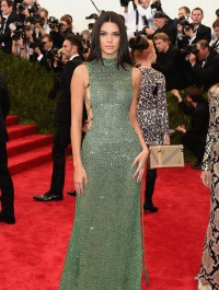 Kendall Jenner shines in flashy green dress at the 2015 Met Gala