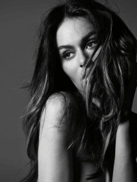 Nicole Trunfio Defends Breastfeeding Frenzy, Replicates Gisele\'s Famous Breastfeeding Shot