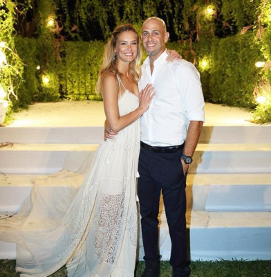 Bar Refaeli Shares First Photo From Her Wedding Day
