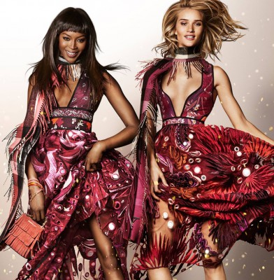 Rosie Huntington-Whiteley & Naomi Campbell Star In Burberry 2015 \'Festive\' Campaign