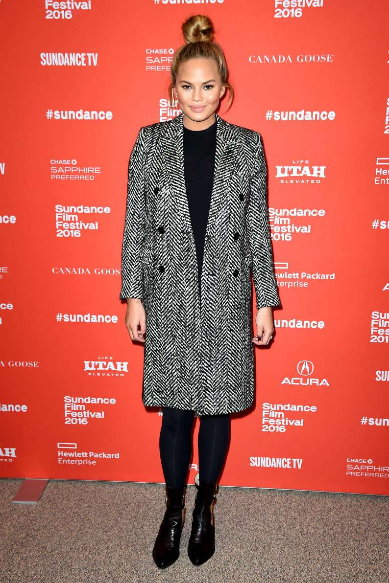 Look Of The Day: January 26, 2016 - Chrissy Teigen