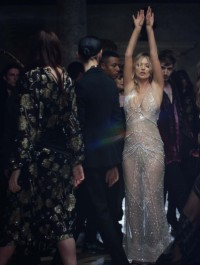 Kate Moss Stars in Charlotte Tilbury\'s Virtual Reality Perfume Campaign