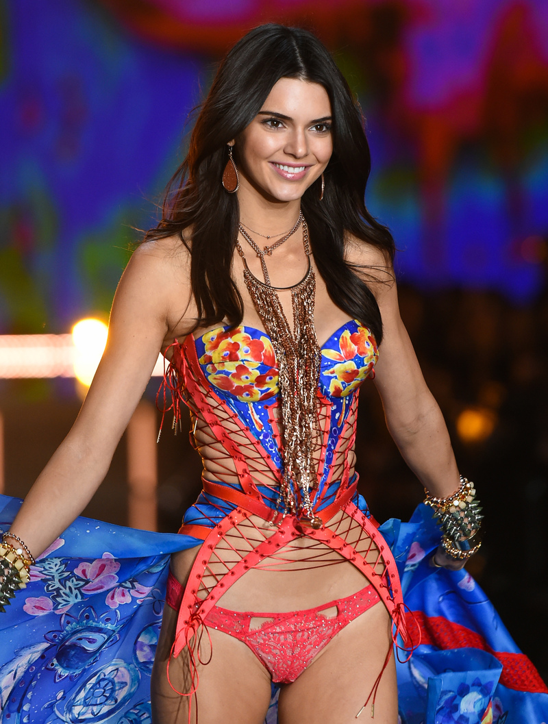 Kendall Jenner to Walk in Victoria\'s Secret Runway Show