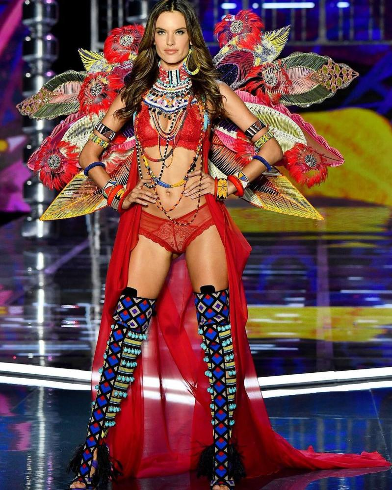 Alessandra Ambrosio hangs up her Victoria\'s Secret wings