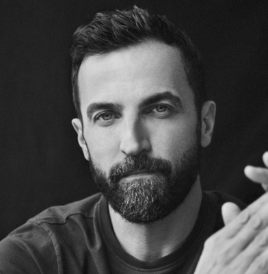 Nicolas Ghesquiere to continue at  Louis Vuitton