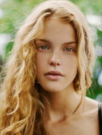 Model of the Week: Esther Lomb