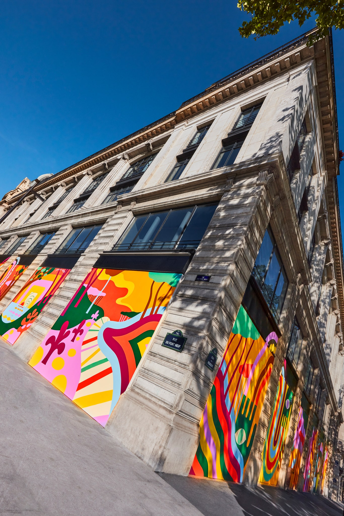 Louis Vuitton gives its Paris headquarters an uplifting mural